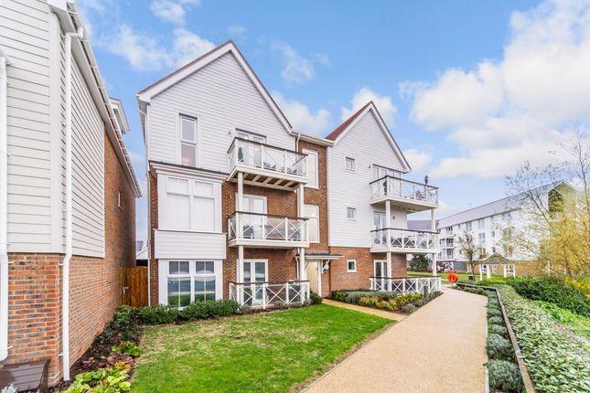 2 bed flat to rent in Twelve Acres Road, Snodland ME6