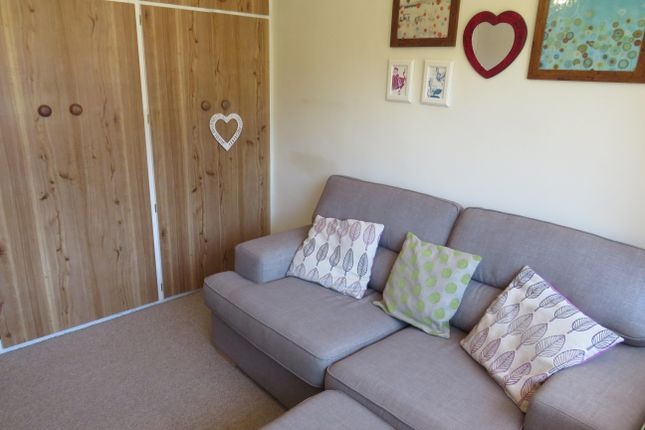 Thumbnail Property to rent in North Close, Leeds