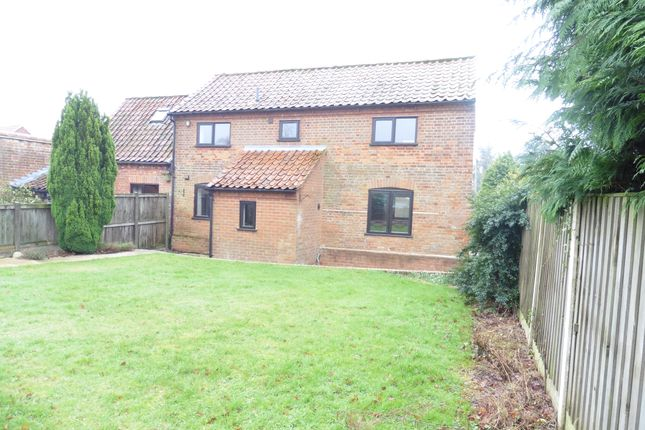 2 bed barn conversion to rent in The Street, Hindolveston