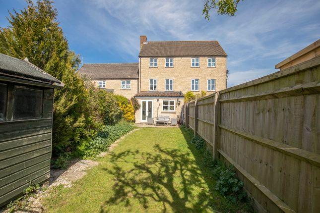 Thumbnail Town house for sale in Perrinsfield, Lechlade