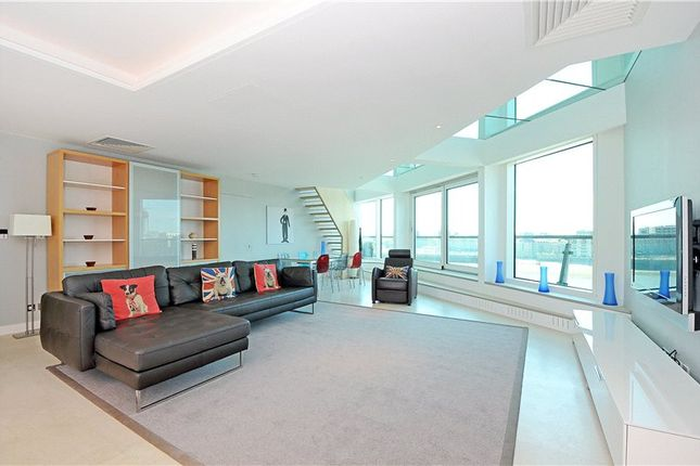 Thumbnail Flat to rent in Cinnabar Wharf Central, 24 Wapping High Street, London