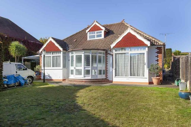 Thumbnail Detached bungalow for sale in Bath Road, Taplow, Maidenhead