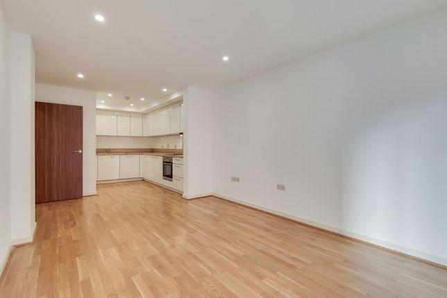 Thumbnail Flat for sale in Chartfield Avenue, London