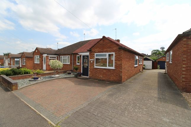 Thumbnail Bungalow to rent in Portfields Road, Newport Pagnell, Buckinghamshire