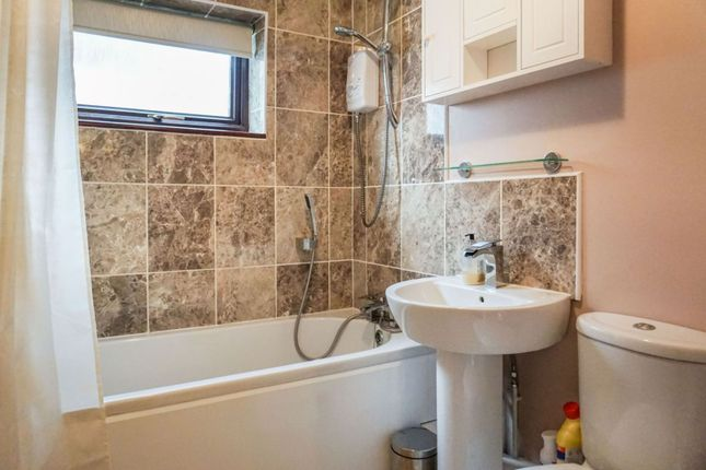 Bathroom of 4 Stirling Road, Plymouth PL5