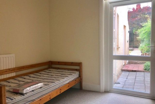 Thumbnail Room to rent in Manston Road, Exeter