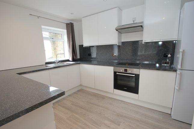 Thumbnail Flat for sale in Oak Hill Road, Surbiton