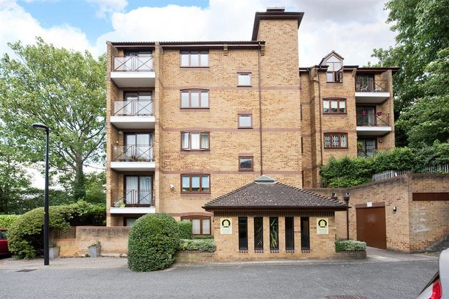 Thumbnail Flat to rent in Kingswood Drive, Crystal Palace