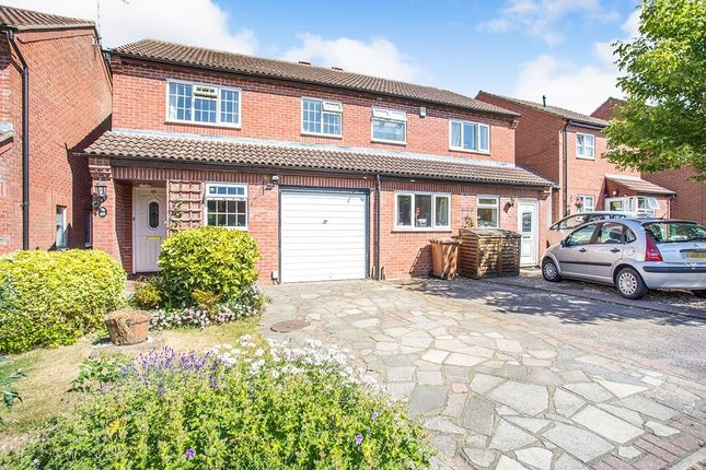 Thumbnail Semi-detached house to rent in Berkeley Close, Abbots Langley