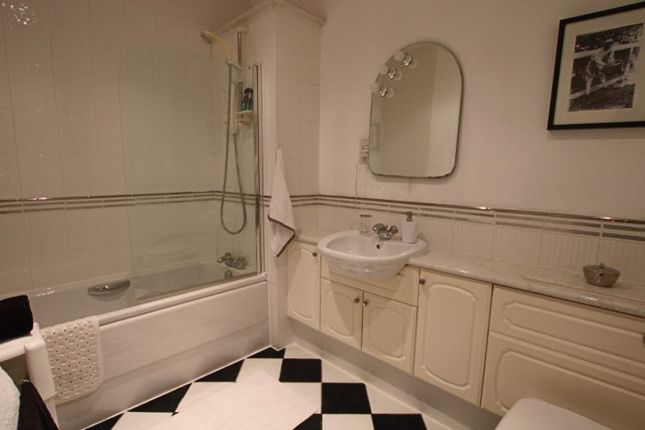 Family Bathroom of Scrimgeour Place, Dundee DD3