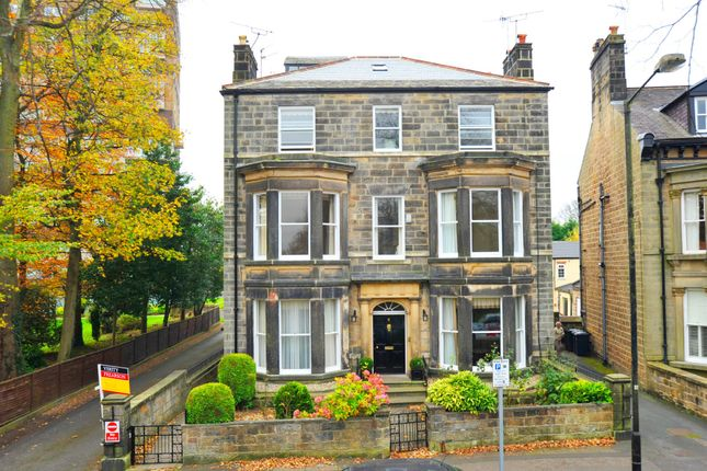 Thumbnail Flat to rent in Park Parade, Harrogate