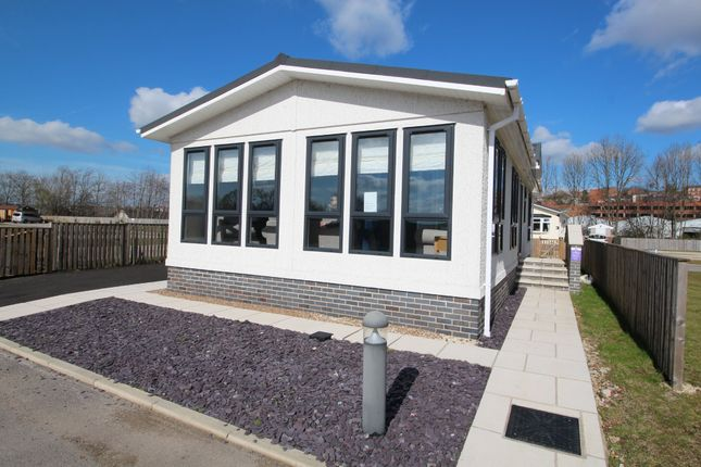 Thumbnail Mobile/park home to rent in Waterside Park, Station Road, Mexborough