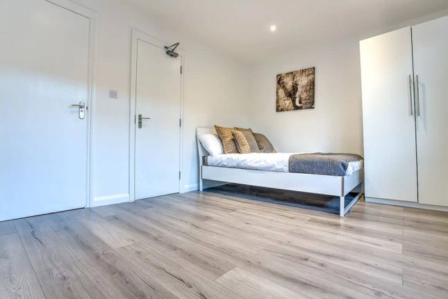 Thumbnail Flat to rent in Newington Butts, London