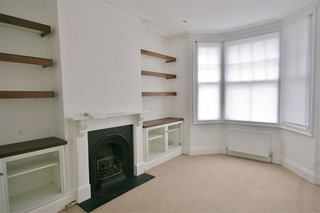 2 bed flat to rent in Grange Avenue, North Finchley