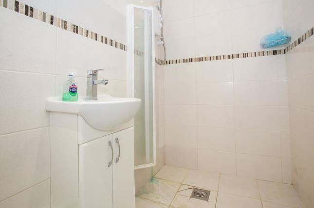 Shower Room of Wilsden Avenue, Luton, Bedfordshire, . LU1