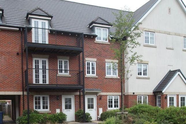Thumbnail Town house to rent in Kingshill Drive, High Wycombe