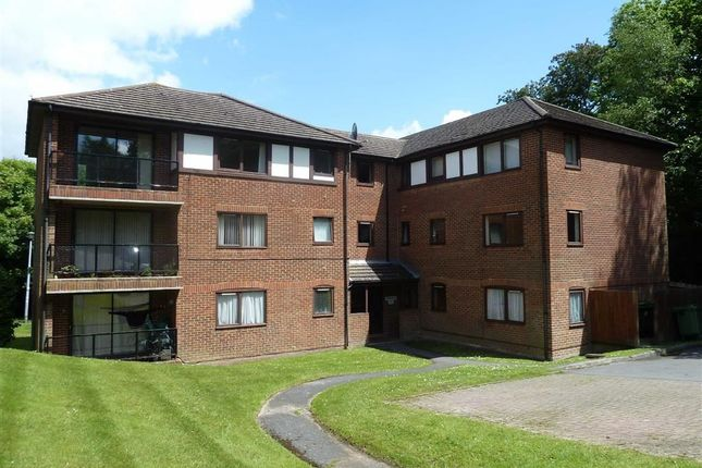 Thumbnail Flat for sale in Buller Close, Crowborough