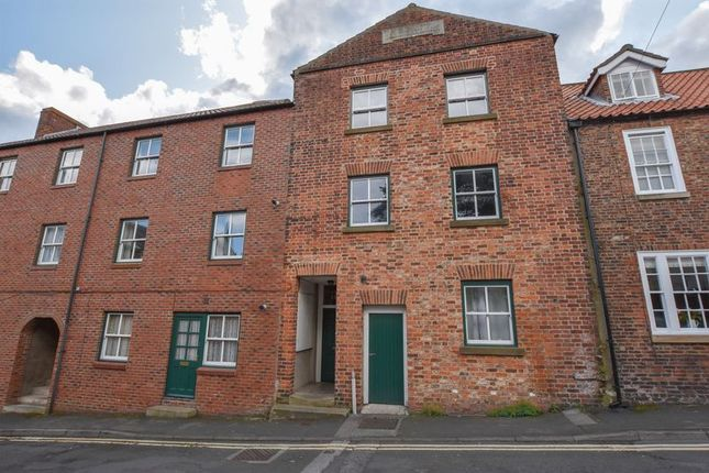 Thumbnail Flat to rent in Well Close Square, Whitby