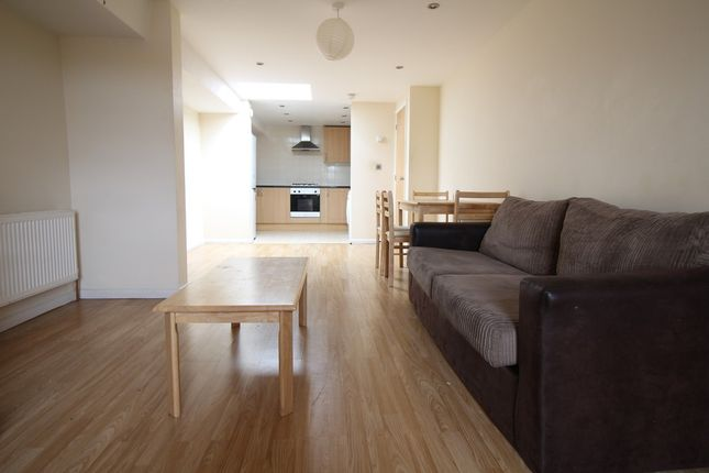 3 bed flat to rent in Headstone Road, Harrow