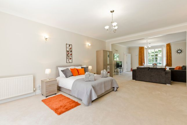 Thumbnail Flat to rent in Slough Road, Iver, Uxbridge, South Buckinghamshire