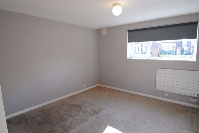 Studio to rent in Herne Hill Road, London