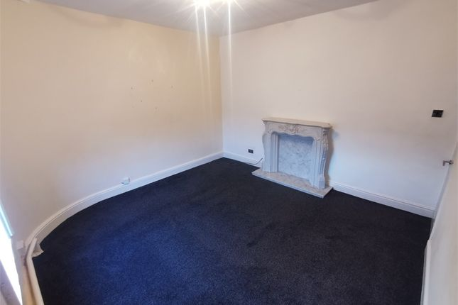 2 bed flat to rent in Cross Lane, Radcliffe, Manchester, Lancashire M26