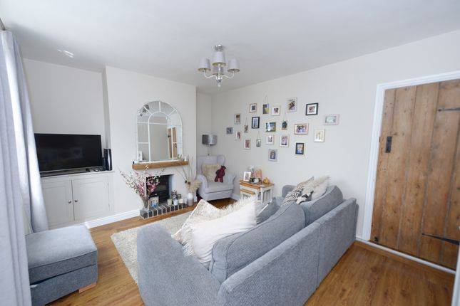 Lounge of Main Road, Cutthorpe, Chesterfield S42