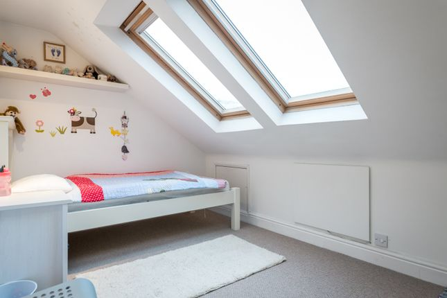 Bed 4 of St. Marys Road, Reigate RH2