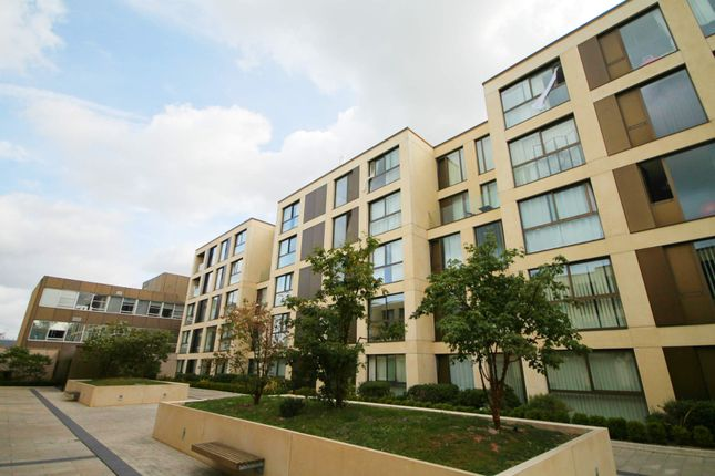 Thumbnail Flat to rent in Parkside Place, Cambridge