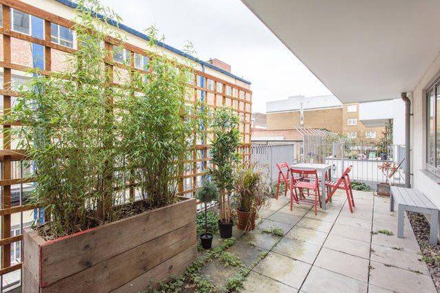 Flat to rent in Plumbers Row, London