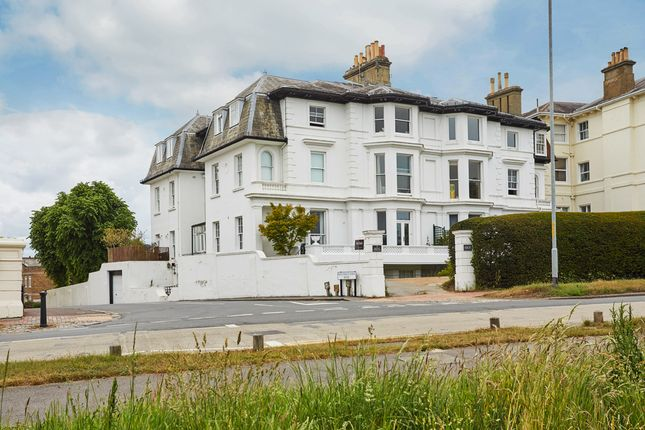 Thumbnail Flat for sale in Mount Ephraim, Tunbridge Wells