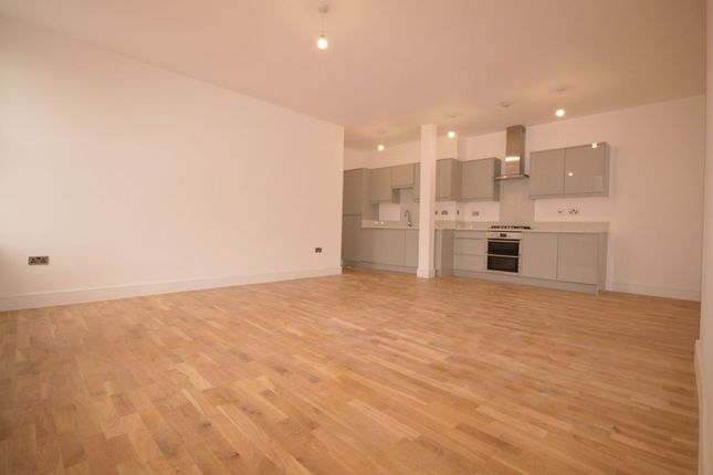 Thumbnail Flat to rent in White Hart Court, Wharfside Close