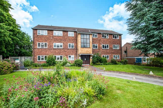 Thumbnail Flat for sale in Ellwood Gardens, Watford