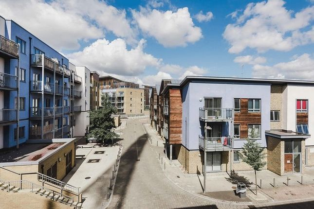 Thumbnail Flat for sale in Quayside Drive, Colchester