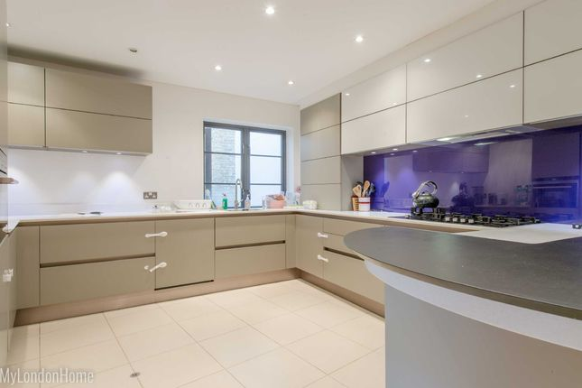 Thumbnail Maisonette for sale in Latchfords Yard, Covent Garden, London