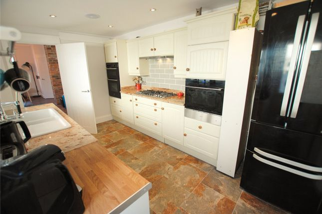 Kitchen 3 of Spencer Street, Cathays, Cardiff CF24