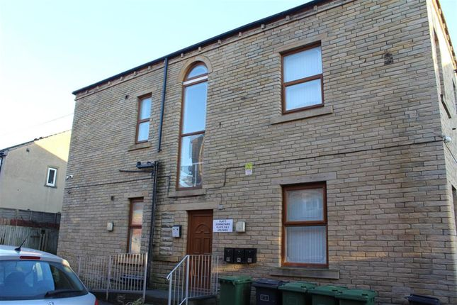 Thumbnail Flat to rent in Cemetery Road, Heckmondwike