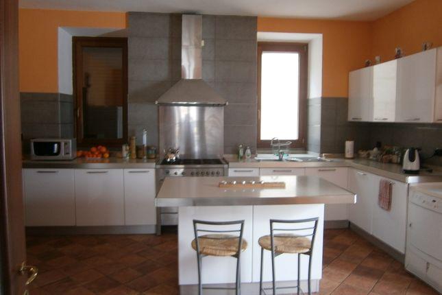 5 bed farmhouse for sale in Via Conca, Pettorano Sul Gizio, L\'aquila ...