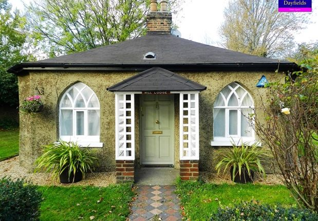 Thumbnail Detached bungalow to rent in Wharf Road, Ponders End, Enfield