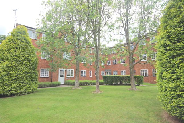 Thumbnail Flat for sale in North Parade, Horsham