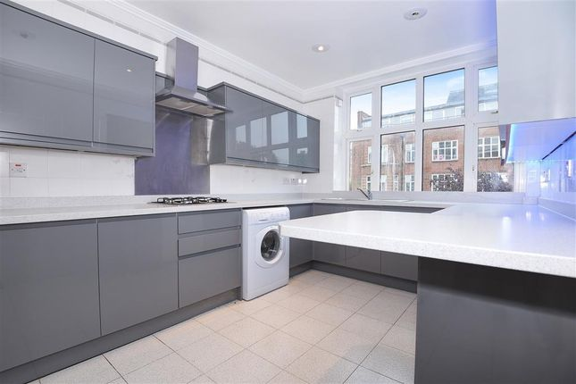 4 bed flat to rent in Putney Hill, London