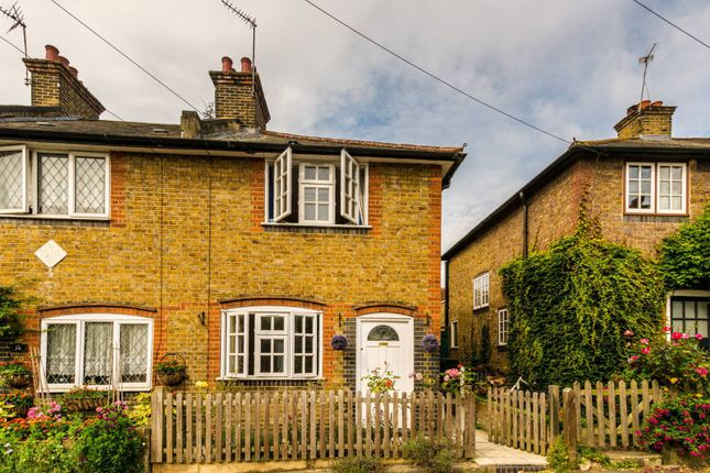 Thumbnail Cottage to rent in Bell Lane, Twickenham