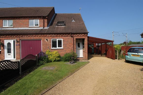 Thumbnail Town house for sale in 24 Bramblewood Close, Gonerby Hill Foot, Grantham