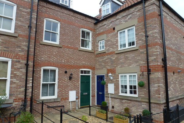 Thumbnail Town house to rent in Stammergate Court, Ripon