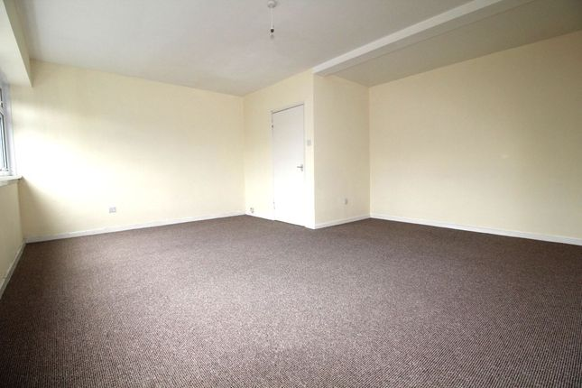 Thumbnail Flat to rent in The Broadway, Plymouth