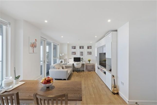 Thumbnail Flat for sale in Platinum Riverside, Greenwich, London