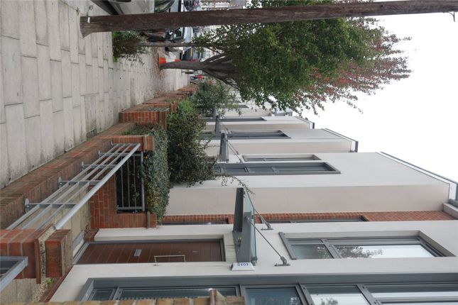 Picture No. 07 of Elbe Street, Fulham, London SW6