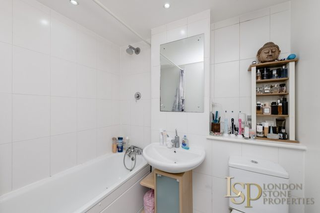 Bathroom of Hopton Road, London SE18