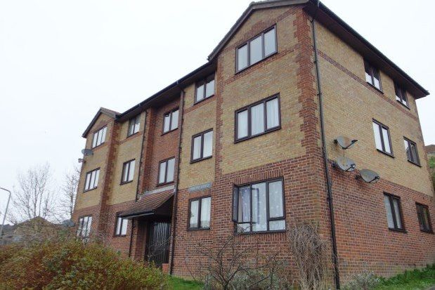 Flat to rent in Magpie Lodge, Dover