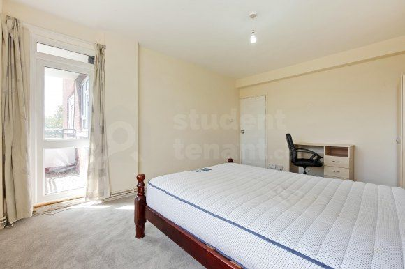 31Bed1Clr of Kingston Hill, Kingston Upon Thames, Greater London KT2